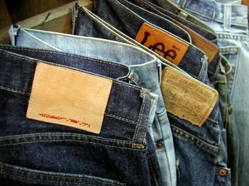 Broken_counterfeit_jeans2.jpg